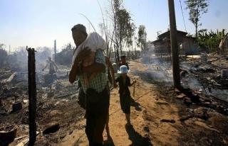 Myanmar ordusu Arakan'da köyleri yok ediyor