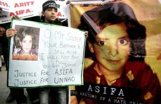 Keşmir'de öldürülen küçük kız için adalet...