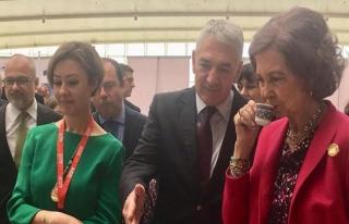 İspanya Kraliçesi'ne Türk kahvesi ikramı