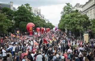 Fransa'daki grevler ekonomiyi sarsmaya başladı