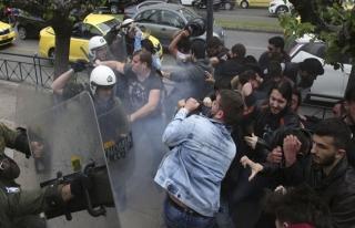 Yunanistan'da Esed rejimine destek gösterisinde arbede