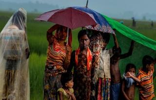 200 bin Arakanlı Müslüman için muson yağmurları...