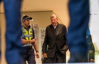Avustralya Kardinali Pell iki ayrı istismar davasında...