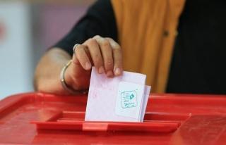 Tunus'ta devrimden sonra ilk yerel seçimlerde katılım...