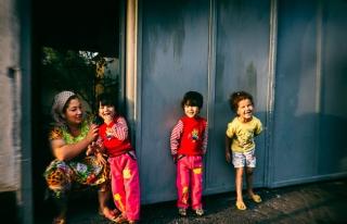 Tacik kadınlar 'çok çocuk fikrinden' vazgeçiyor