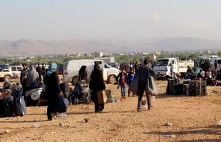 Kuzey Humus'tan çıkan ilk tahliye konvoyu El Bab'da