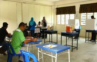 Malezya yeni başbakanı seçmek için sandık başında