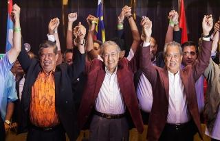 Malezya'da Mahathir Muhammed zaferini ilan etti