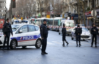 Paris'te bıçaklı saldırı, ölü ve yaralılar...
