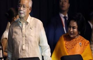 Malezya'da eski Başbakan Rezak partisinden ayrıldı