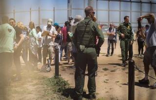 Trump Meksika sınırına duvar örmekte ısrarlı