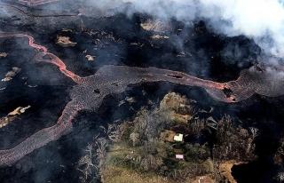 Kilauea Yanardağı rekor sıcaklıktaki lav kitlesini...
