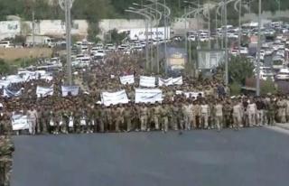 Irak'ta karışıklık, sokağa döküldüler