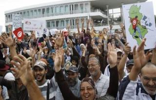 Darbe planlayıcıları Tunus'ta protesto edildi