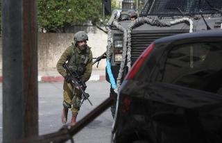 İsrail askerleri Gazze sınırında 14 Filistinliyi...
