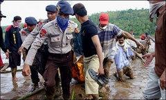 Endonezya'da toprak kayması: 19 ölü