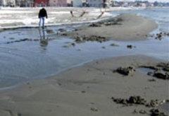 Silivri'de,deniz 80 metre çekildi