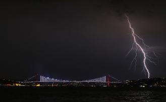 İstanbul gece uyumadı, sabah ise kilitlendi