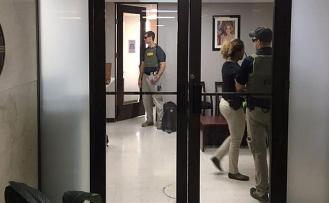 FBI Porto Riko'da belediye binasını bastı