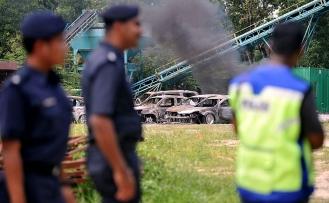 Malezya'da Hindular polisle çatıştı