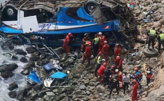 Peru'da otobüs nehre uçtu,10 ölü, 30 yaralı