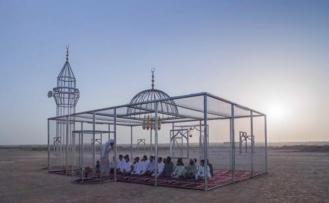 Hapishaneye benzetilen şeffaf camiye yoğun eleştiri