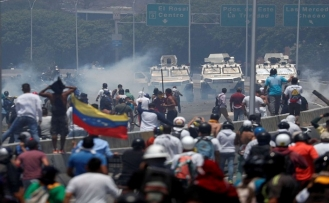Maduro sert çıktı: Bu darbe girişimi cezasız kalmayacak