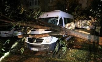 İstanbul fırtına ile güne uyandı