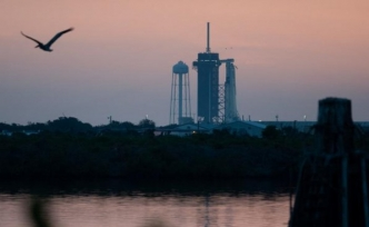 NASA, 4 astronotu taşıyan SpaceX'e ait uzay aracını fırlattı