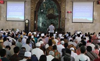 Endonezya'da Ramazan ayının ilk cuma namazı   FOTO