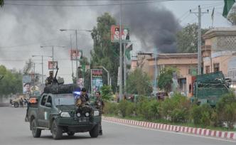 Afganistan'da kaymakamlığa bombalı araçla saldırı