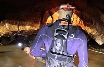 Tayland'da dalgıçlar çocukları koklayarak bulmuş