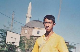 Türkiye'de yaşıyor ama lise çağına kadar hiç ezan sesi duymamış