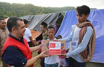 Endonezya'daki depremzedelerin yarasını Kızılay sarıyor