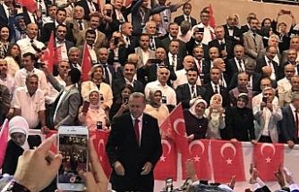 Erdoğan AK Parti Başkanlığına yeniden aday gösterildi
