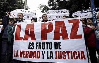 """Şili'de kiliseye """"taciz"""" baskını"""