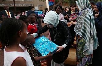 Emine Erdoğan Afrikalı kadınlar için şans istedi