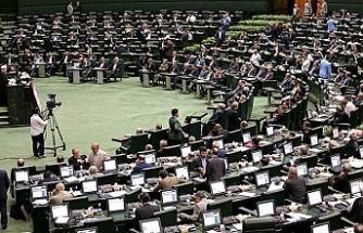 Muhalefet Ruhani'ye istifa çağrısında bulundu