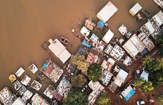 Sel Mali'yi vurdu