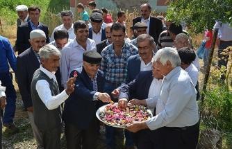 160 haneli köyde 4,5 ton şeker ikram ediyorlar