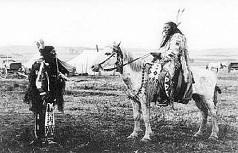 Tarihte Bugün: Siu Kızılderililerinin lideri Çılgın At teslim oldu