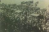 İzmirliler Halk Fırkası binasını niçin taşladı ?
