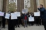 Nükleer bilimcinin öldürülmesi Tahran'da protesto edildi