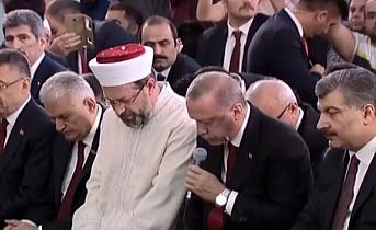 Başkan Millet Camii'nde şehitler için Kur'an okudu