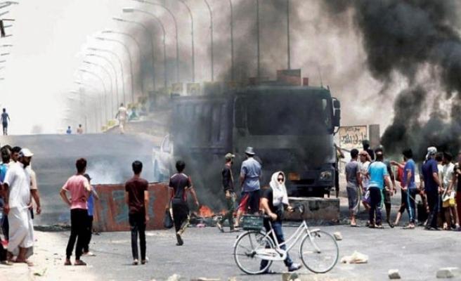 Basra'da kızgın göstericiler valiliği bastı