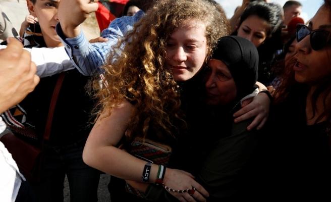 Filistinli Ahed Tamimi ve annesi serbest