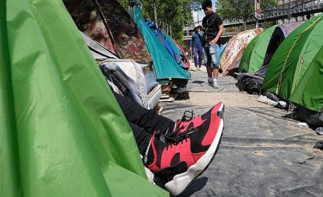 Fransa'da göçmenlere yardım eden 4 kişiye gözaltı
