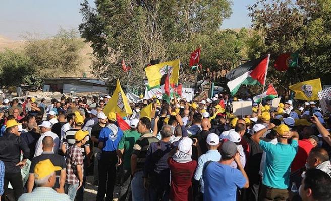 Han el-Ahmer'de tahliye ve yıkıma hazırlanan İsrail'e protesto