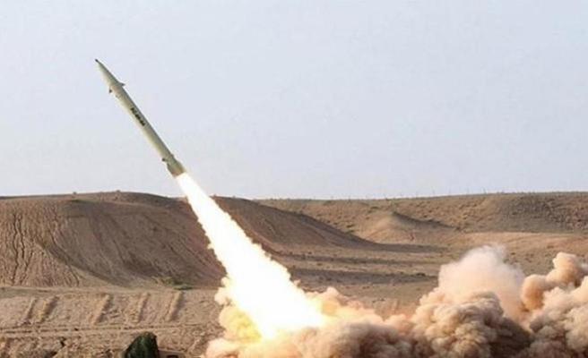 Husiler Suudi Arabistan'ı roketle vurdu