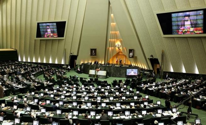 """İran meclisi, Ruhani'ye """"ekibini değiştir"""" dedi"""